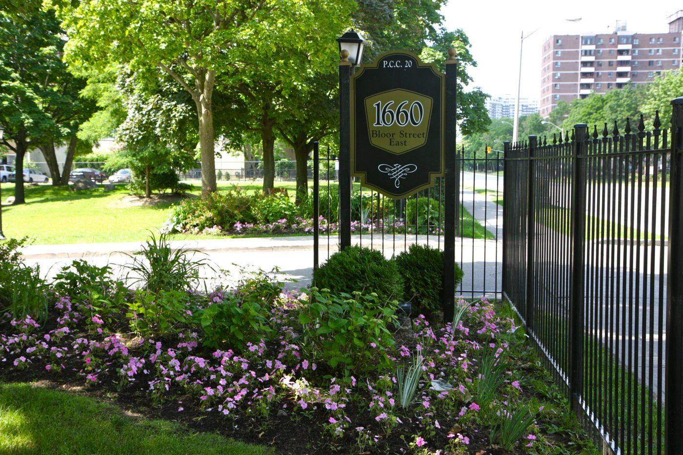 1660 Bloor gates