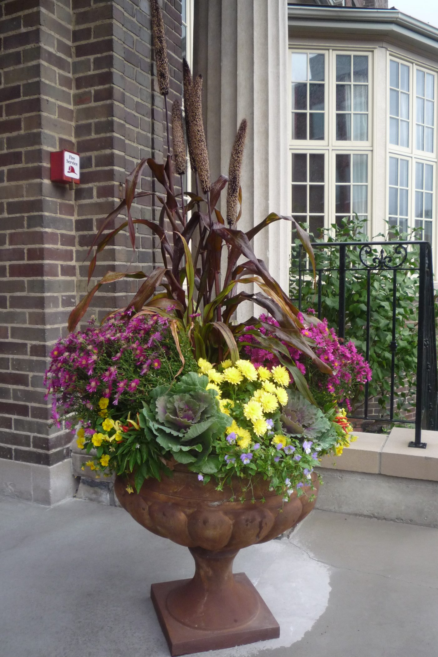 Nice Fall Urn commercial