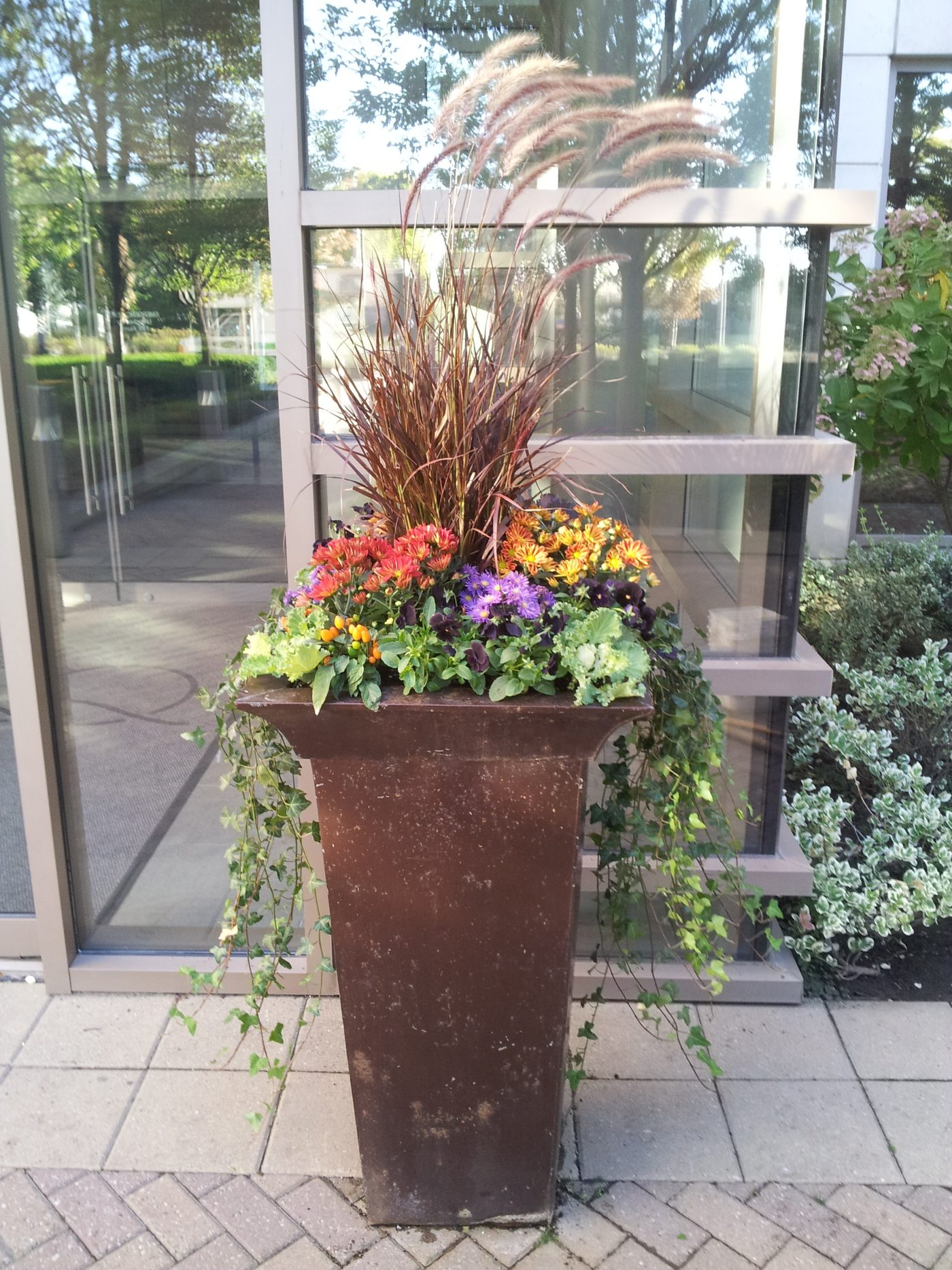 commercial fall urn