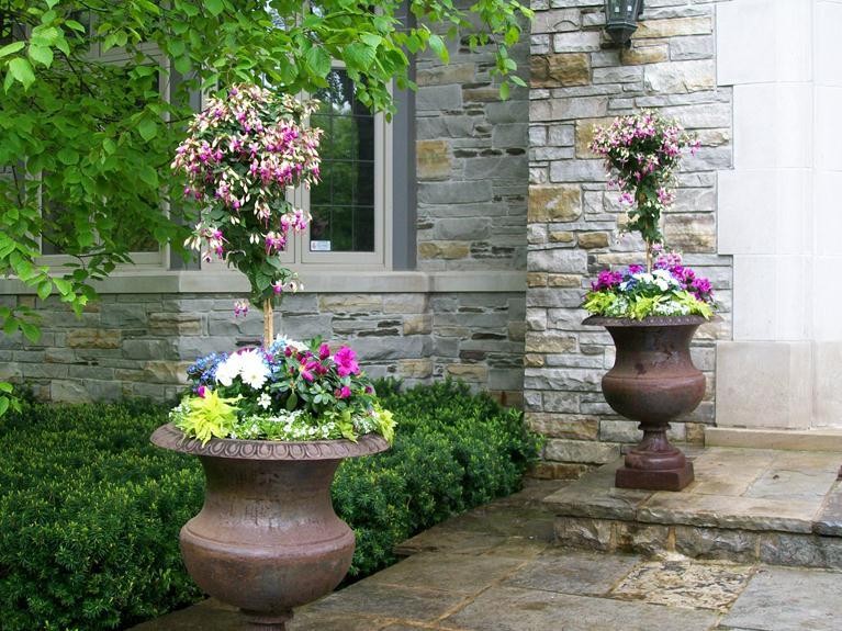 gorgeous spring urns 2012